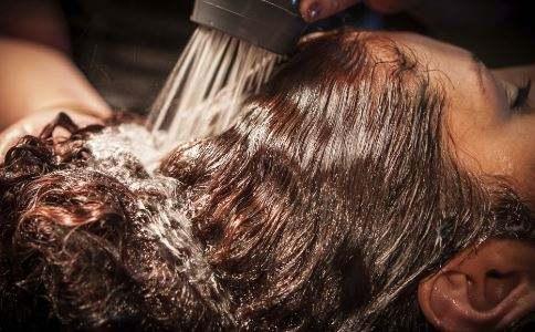 海娜粉搭配中草药洗发水,带给你更好的染发体验